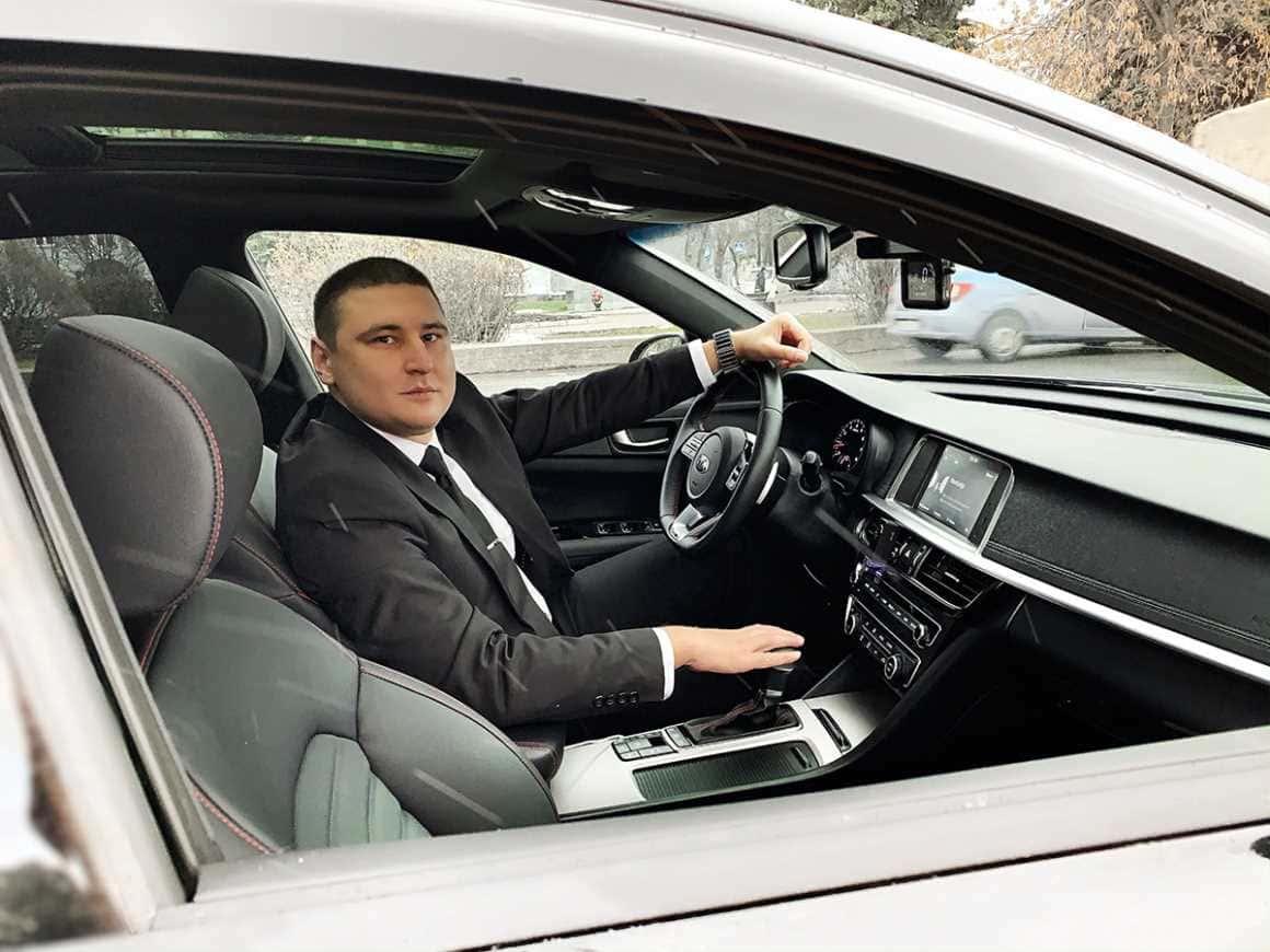 Какую зарплату получает VIP-водитель и что предлагает ему компания Wheely
